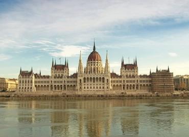 Elfogadta az Országgyűlés az egészségügyi salátatörvényt