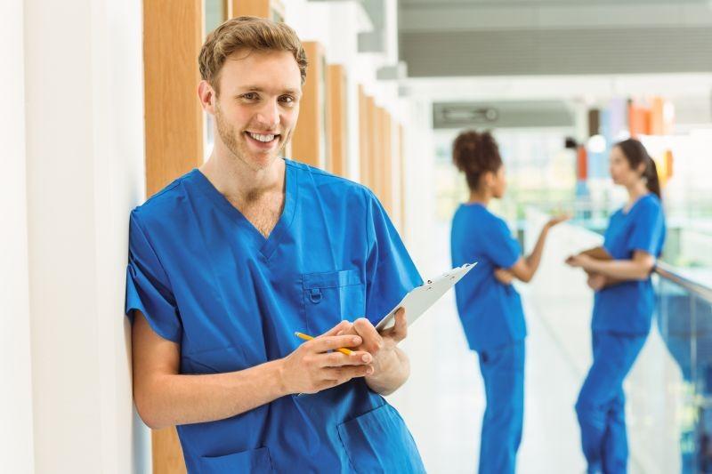 Milliárdokat fektetnének az orvos- és ápolóképzésbe